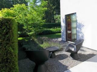 Moderne tuinarchitectuur in luxe tuin Moderne tuinen van Stoop Tuinen Modern