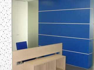 Moderne Bürogebäude von Área77 - arquitectura, engenharia e design, lda Modern