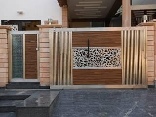 RAVI - NUPUR ARCHITECTS Case moderne Alluminio / Zinco