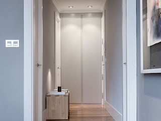 Modern Corridor, Hallway and Staircase by SILVIA REGUERA INTERIORISMO Modern