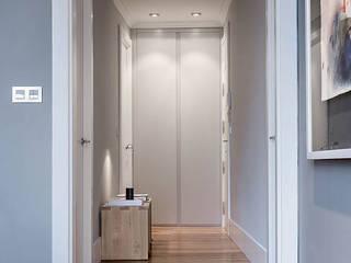 Pasillos, vestíbulos y escaleras modernos de SILVIA REGUERA INTERIORISMO Moderno