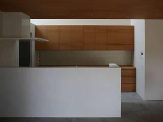 八町の家: 深山知子一級建築士事務所・アトリエレトノが手掛けたキッチンです。,モダン