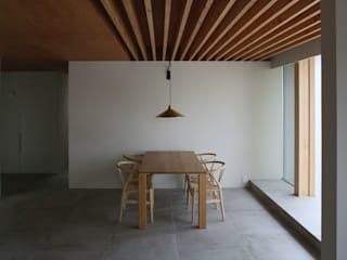 八町の家: 深山知子一級建築士事務所・アトリエレトノが手掛けたダイニングです。,モダン