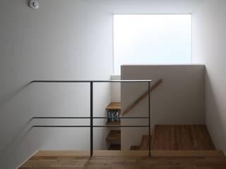 八町の家: 深山知子一級建築士事務所・アトリエレトノが手掛けた廊下 & 玄関です。,モダン