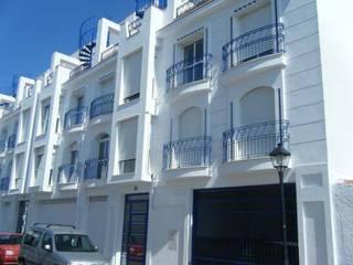 Classic style houses by Edidoracel S. L. Reformas y Rehabilitaciones Classic
