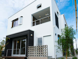 公園前の2世帯の住まい: m+h建築設計スタジオが手掛けた家です。