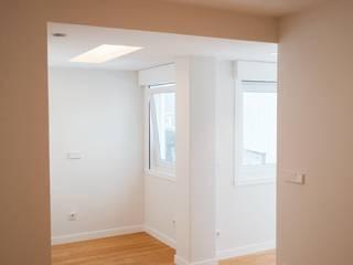 Minimalist bedroom by Intra Arquitectos Minimalist