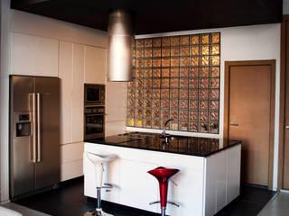 廚房 by Intra Arquitectos, 現代風