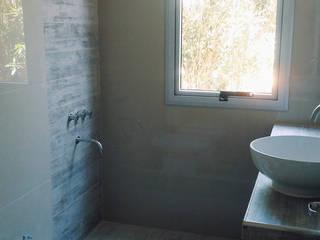 Salle de bains de style  par homify,