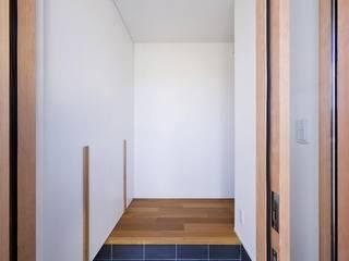 Asiatischer Flur, Diele & Treppenhaus von キリコ設計事務所 Asiatisch