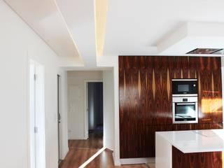 Maia House :   por ARQAMA - Arquitetura e Design Lda