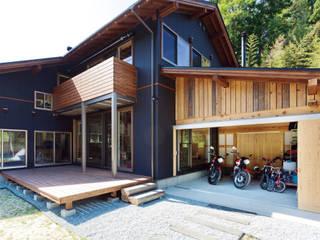 Projekty,  Garaż zaprojektowane przez 株式会社 建築工房零, Eklektyczny