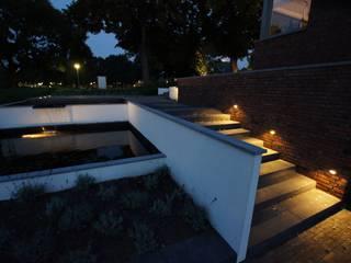Terrassen Moderne tuinen van GroenerGras Hoveniers Eindhoven Modern