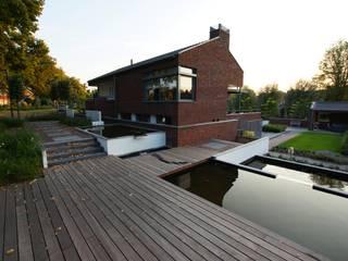Jardines de estilo moderno de GroenerGras Hoveniers Amsterdam Moderno