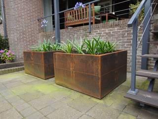 Terrassen:  Tuin door GroenerGras Hoveniers Arnhem