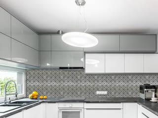 Elalux Tile Moderne keukens IJzer / Staal Grijs