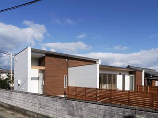 Casas de estilo moderno de 有限会社アルキプラス建築事務所 Moderno