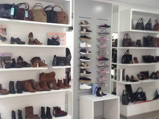 Tienda calzado de mujer de JJ Instalaciones Comerciales Granada SL Moderno