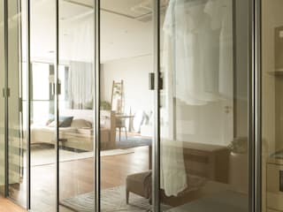 Sensearchitects Limited Modern dressing room Wood Wood effect