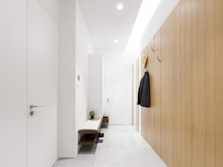 Sensearchitects Limited Modern Corridor, Hallway and Staircase Wood Wood effect
