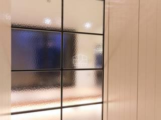 Corridor & hallway by 홍예디자인, Modern