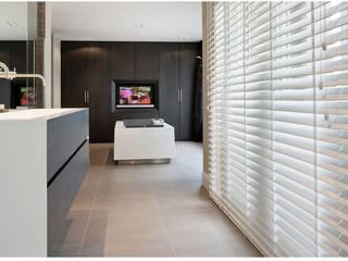 Phòng khách phong cách tối giản bởi Gama Styl Tối giản