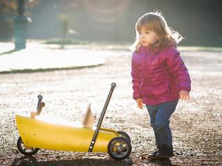 Porteur en bois design pour enfant:  de style  par Chou Du Volant