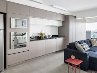 Modern kitchen by ATM Arquitetura Modern