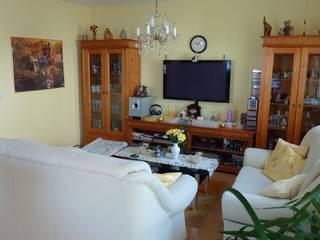 Wohnzimmer     vorher:   von eva weiss home staging & styling