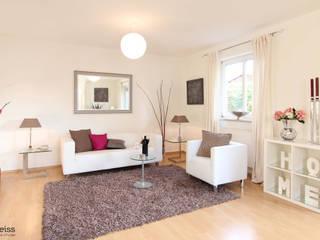 Wohnzimmer mit Home Staging  :   von eva weiss home staging & styling