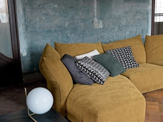 JOLLY SOFA: classic  by IQ Furniture, Classic Textile Amber/Gold