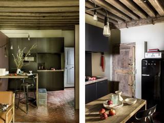 Eklektyczna kawalerka w Paryżu Eklektyczna kuchnia od Marta Czeczko | architekt wnętrz Eklektyczny