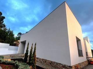 Oficina de Conceitos Minimalist house Granite White