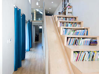 Corridor & hallway by 오파드 건축연구소