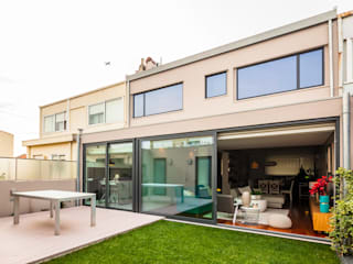 Vista exterior do jardim: Jardins  por Franca Arquitectura,Moderno