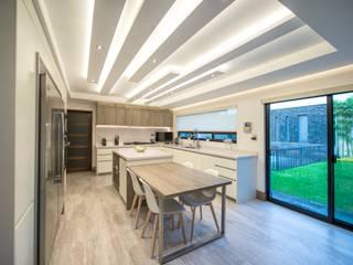 Modern kitchen by ESTUDIO TANGUMA Modern MDF