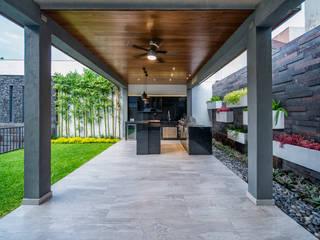 QR201: Jardín de estilo  por ESTUDIO TANGUMA
