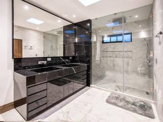 QR201 Baños modernos de ESTUDIO TANGUMA Moderno Granito