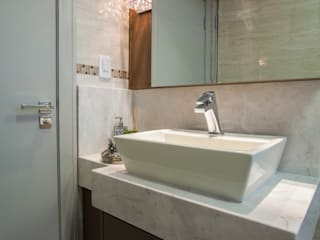 Estúdio HL - Arquitetura e Interiores BathroomMedicine cabinets