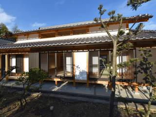Casas de estilo  de 水野設計室