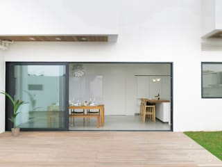 Sensearchitects Limited Minimalist house Wood Wood effect