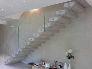Pasillos, vestíbulos y escaleras de estilo moderno de Ideal Ferro snc Moderno
