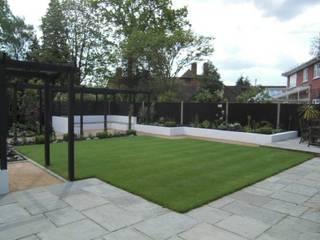 Contemporary Garden Silchester Berkshire: modern Garden by Linsey Evans Garden Design