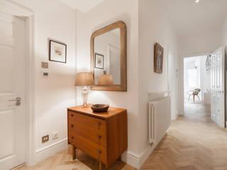 Couloir et hall d'entrée de style  par Timothy James Interiors