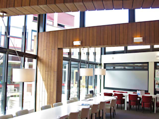 Bamboe in interieur doorgezet:  Scholen door OX architecten