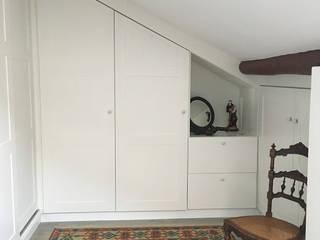 Rustic style dressing room by QFProjectbuilding, Unipessoal Lda Rustic
