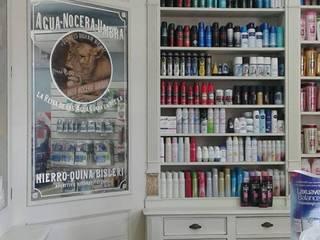 Proyecto comercial:Puesta en valor Farmacia El Indio:  de estilo  por Estudio Juarez Lico & Asoc.