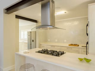 New kitchen by Deborah Garth Interior Design International (Pty)Ltd Minimalist
