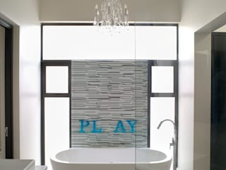 Bagno moderno di Deborah Garth Interior Design International (Pty)Ltd Moderno