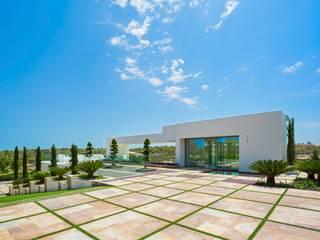 Balcones y terrazas de estilo mediterráneo de GESTEC. Arquitectura & Ingeniería Mediterráneo
